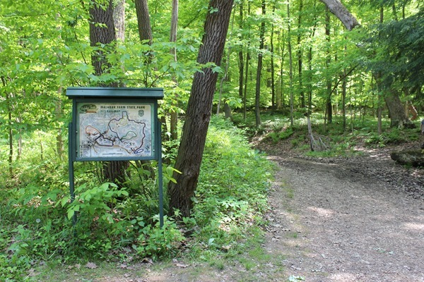 The trailhead for Butter Nut Trail at Malabar Farm State Park