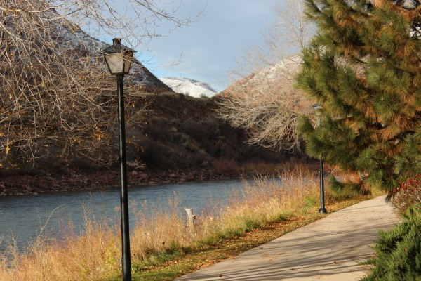 Quality Inn & Suites in Glenwood Springs Colorado has a beautiful jogging trail along the river