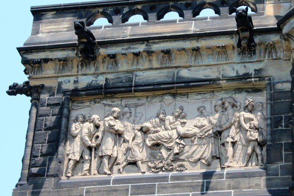 Bas-relief sculptures on the outside of the Garfield Memorial