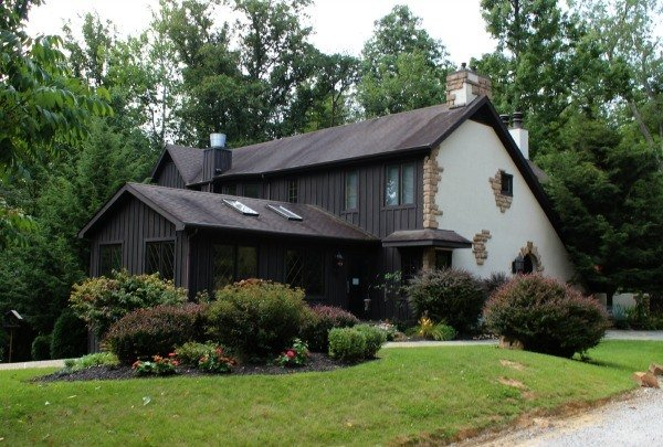 Glenlaurel Manor House in beautiful Hocking Hills features luxurious romantic accommodations