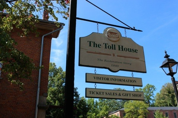 The Toll House tells the story of the restoration of Roscoe Village