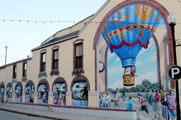 Farmer's Market Mural painted by Jason Morgan of Yellow Springs. The mural can be seen in Wilmington, Ohio.