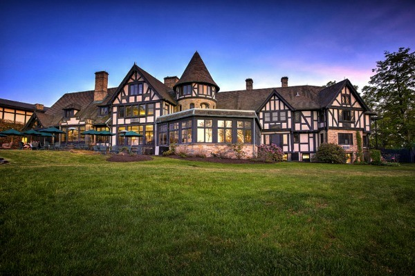 Punderson Manor is only 35 minutes from Cleveland, Ohio.