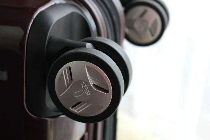 Four sets of wheels on the Ricardo Elite Roxbury 2.0 allows the luggage to move easily forward or backward.