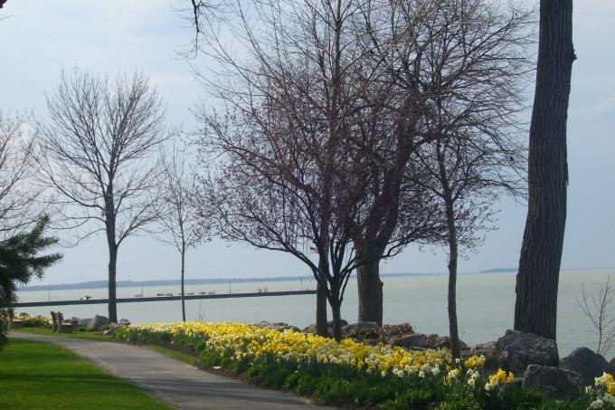 Walking along Lake Erie at Lakeside