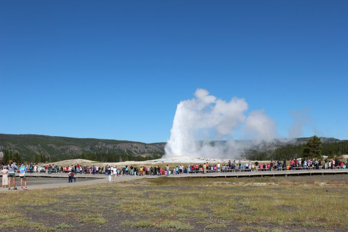 Watching the Old Faithful Geyser erupt in Yellowstone National Park in photos