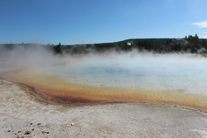 Things to do in Yellowstone- walk along the Black Sand Basin to the Rainbow Pool and Emerald Pool.