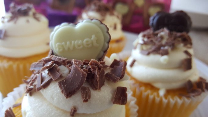 Super easy Cheater Cupcakes for Valentine's Day. #asweetpairing