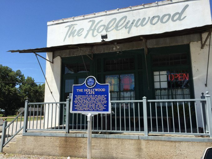 The Hollywood Cafe Historical Sign on the MS Blues Trail