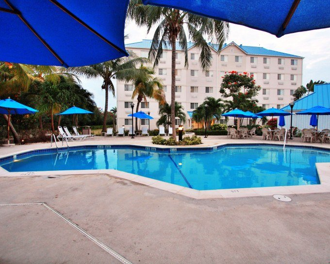 COMFORT SUITES® SEVEN MILE BEACH – GRAND CAYMAN, CAYMAN ISLANDS