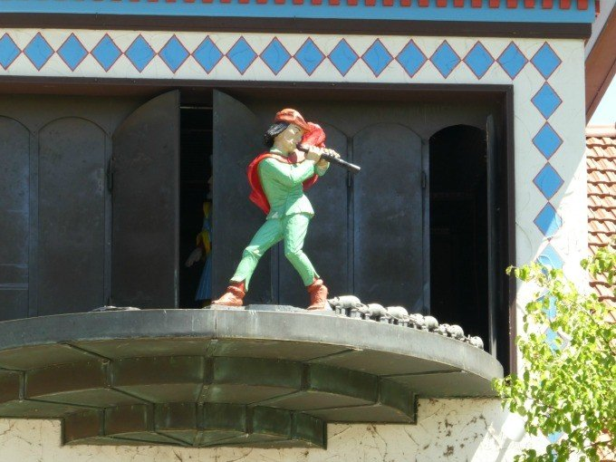 The Frankenmuth Glockenspiel performs the Pied Piper of Hamelin several times a day.