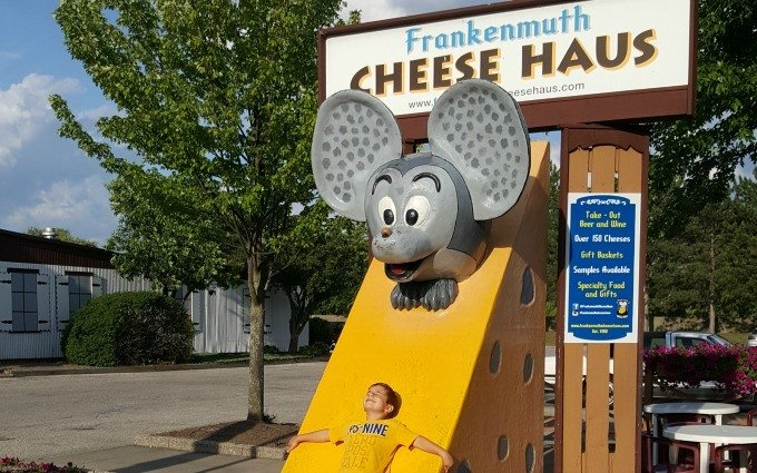 Posing with the Frankenmuth Cheese Haus mouse