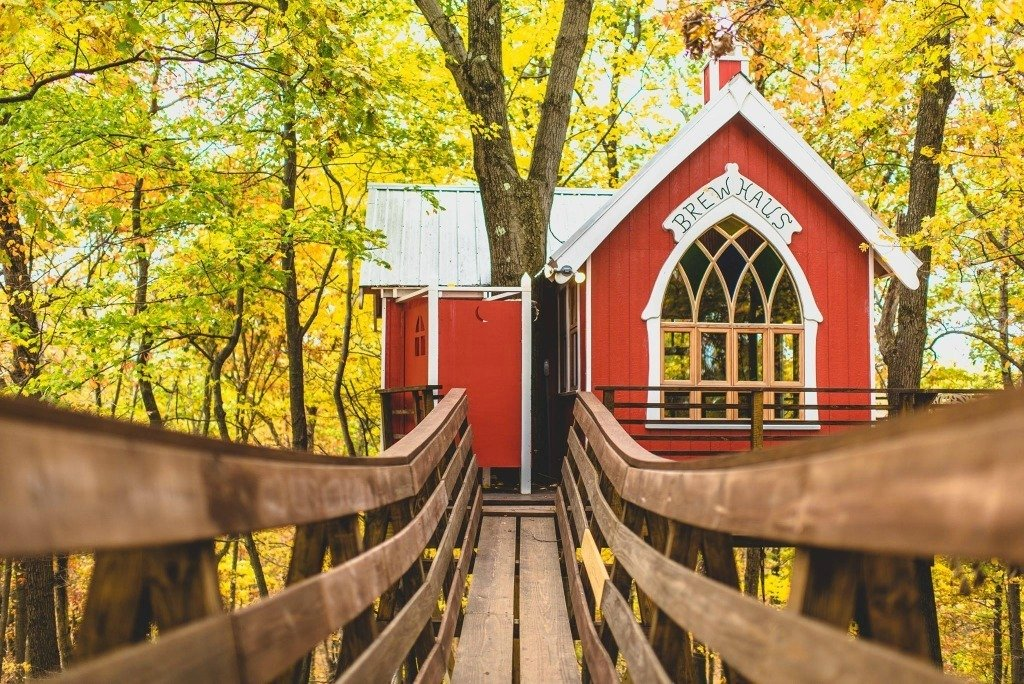 Go glamping in Ohio in this Pete Nelson Treehouse at The Mohicans