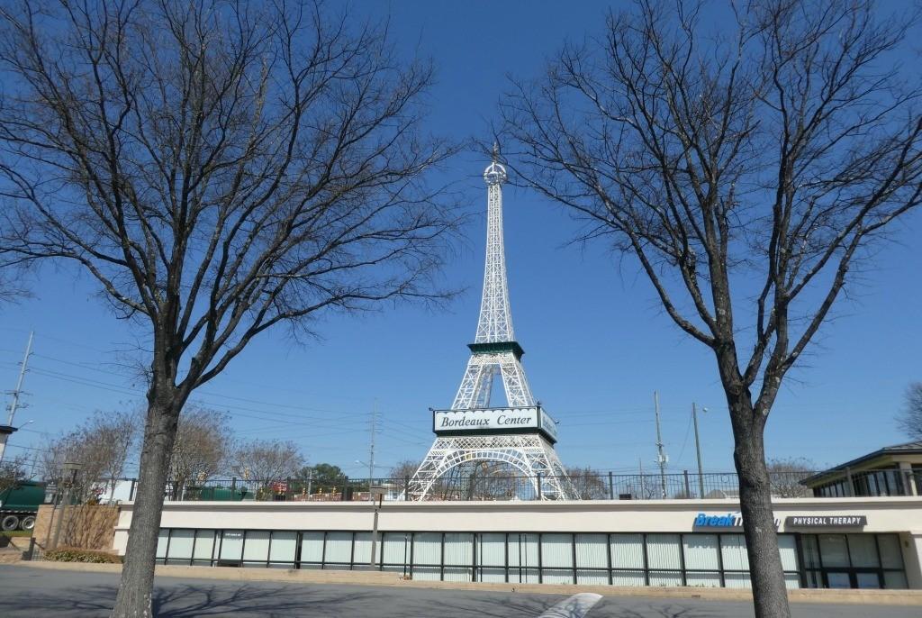 Eiffel Tower roadside attraction