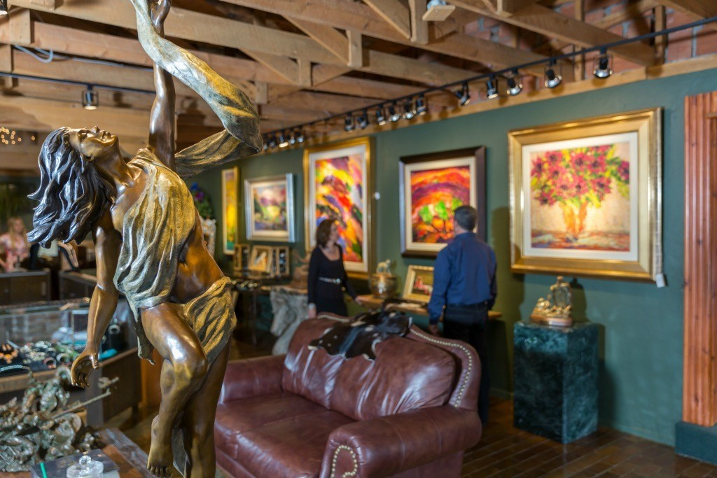 The galleries in Ruidoso, NM offer western themed artworks, bronze statues and exquisite jewelry.