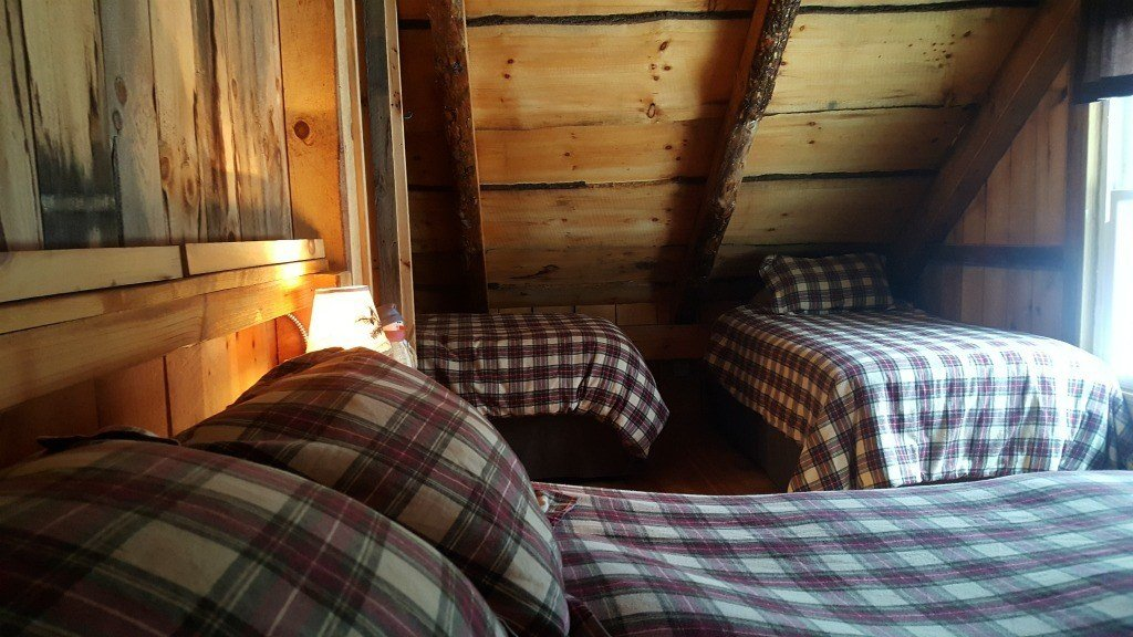 The bedroom in this cabin features luxurious bedding.