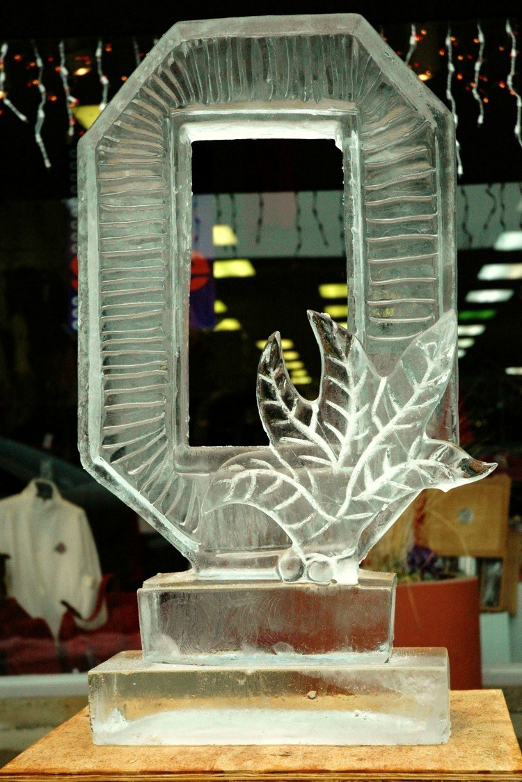 Looking for things to do in Hocking Hills this winter? Check out the Frozen Festival which features ice carving.