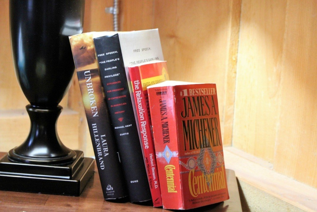 The Killbuck Cabin at The Mohicans provides a small selection of books to read.