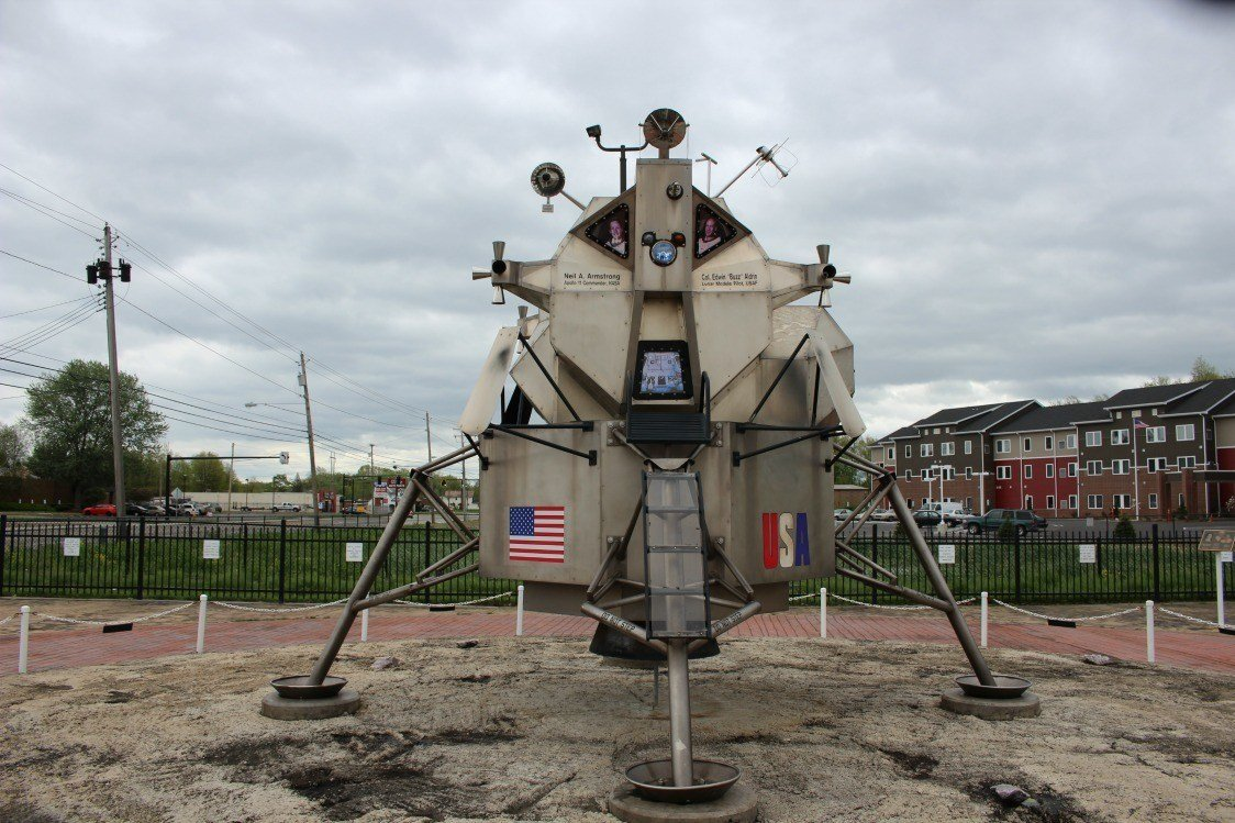 Neil Armstrong roadside attraction in warren
