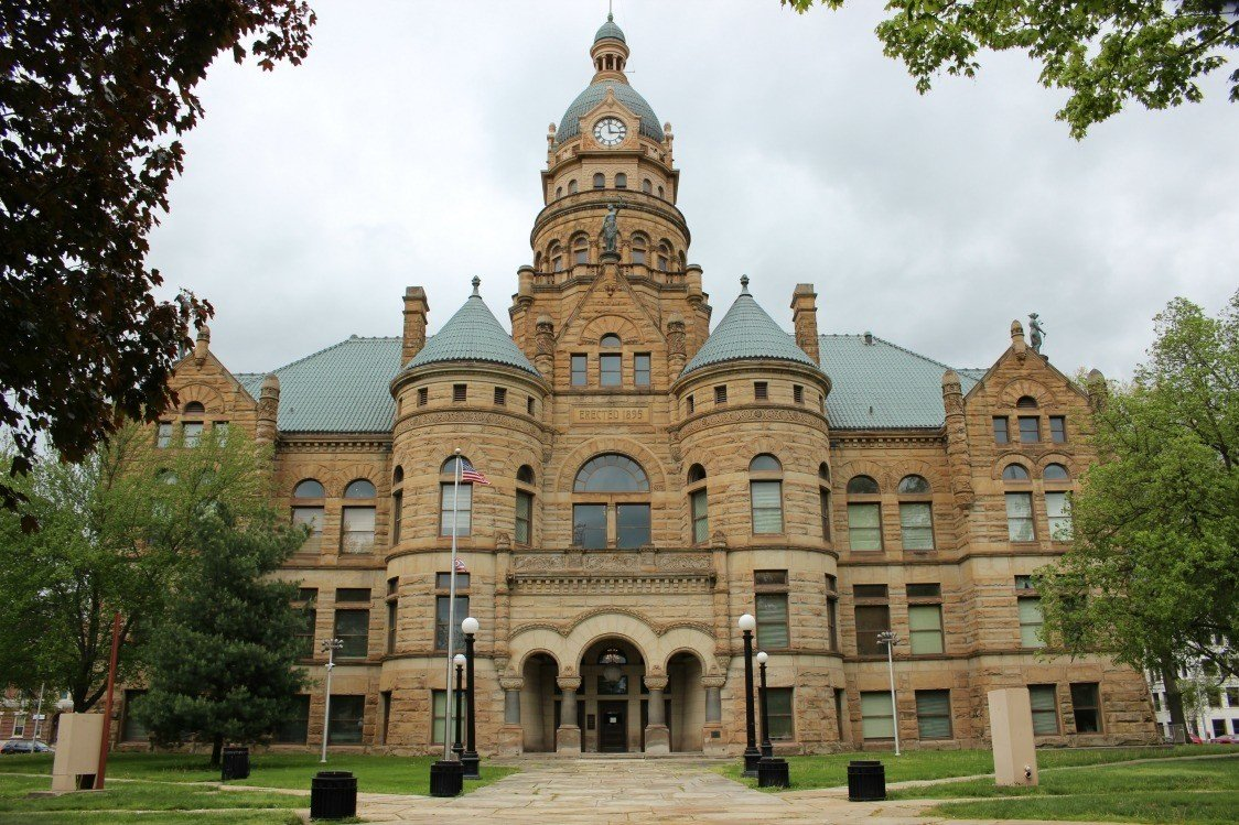 Trumbull County Courthouse in Warren