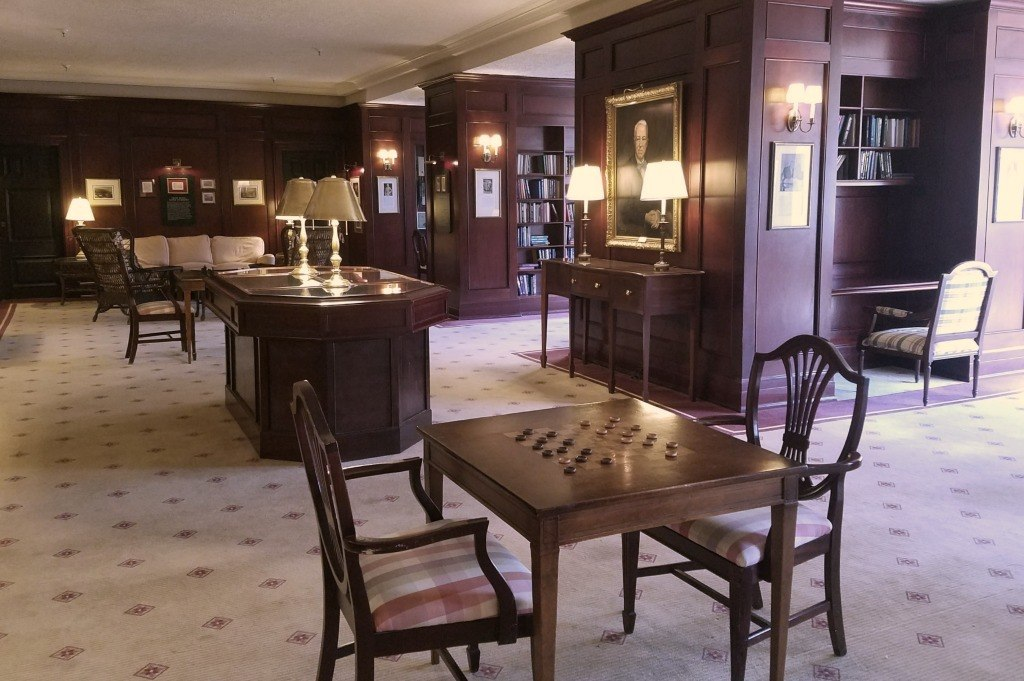 The parlor in the Omni Hotel