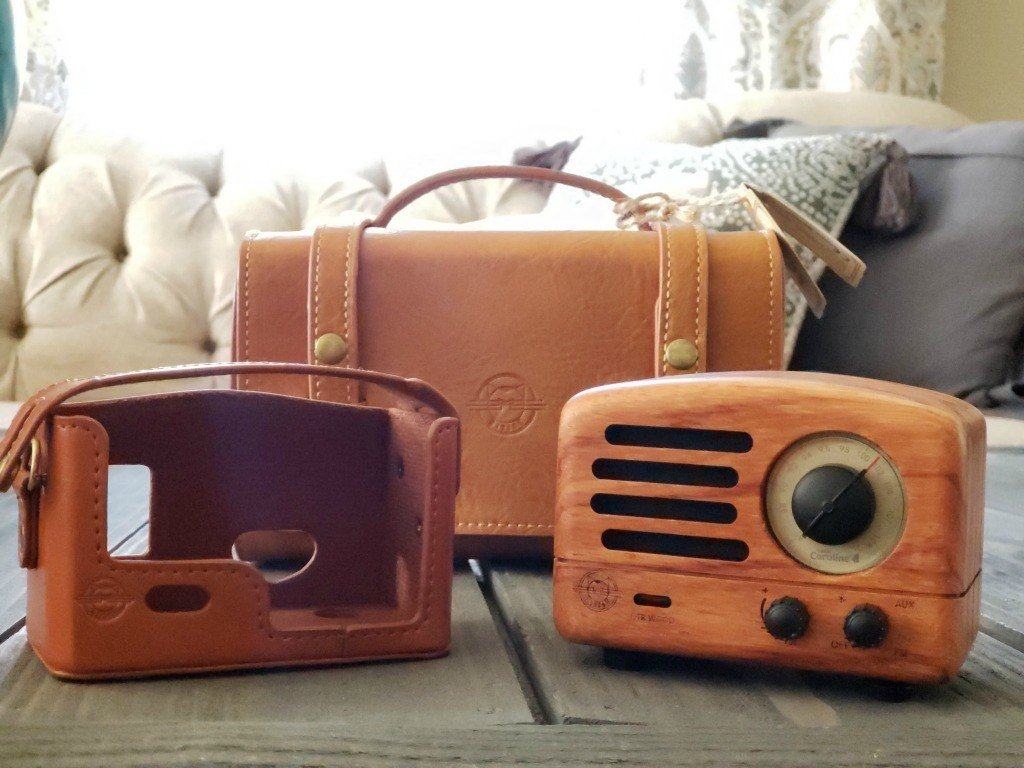 Muzen radio with leather accessories
