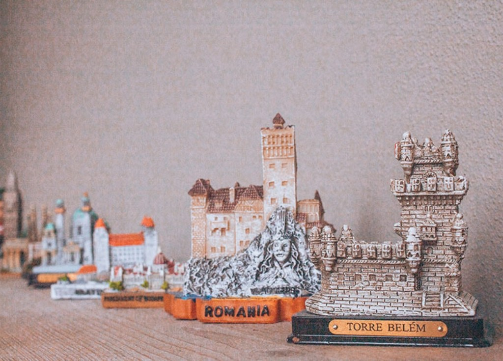 How cute are these miniature world monuments?