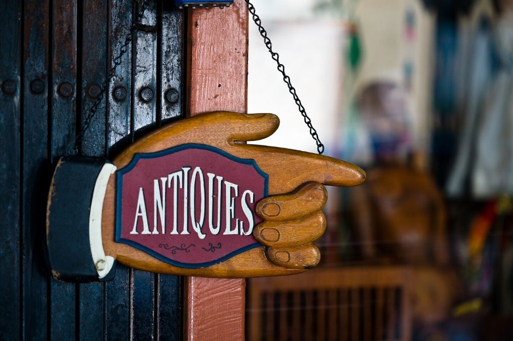 Sign for Antique store