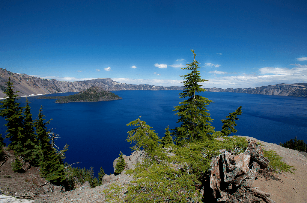 A gorgeous water scene in Crater lake National Park.