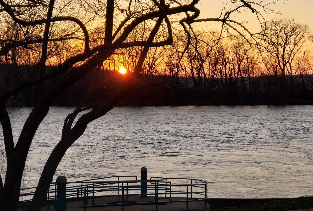 The sunsets on the Cumberland River